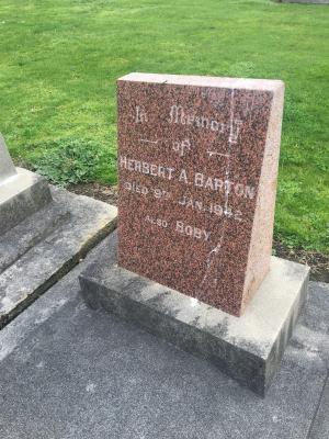 Picture of Makaraka cemetery, block MKC, plot 1162.