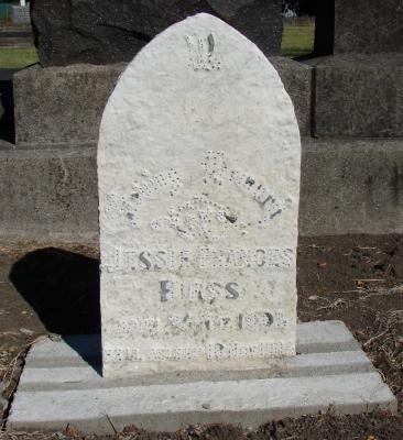 Picture of Makaraka cemetery, block MKC, plot 904.