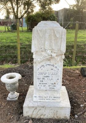 Picture of Makaraka cemetery, block MKE, plot 1545.
