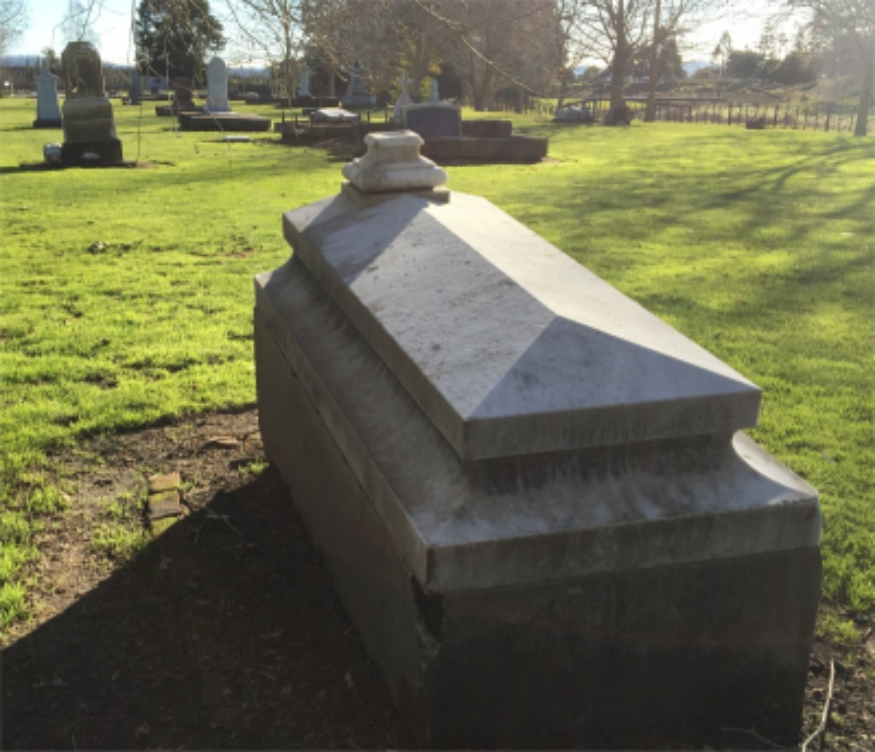Picture of Makaraka cemetery, block MKOLD, plot 71.
