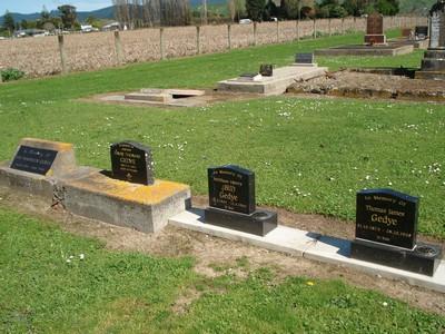 Picture of Patutahi cemetery, block PATHA, plot 12.