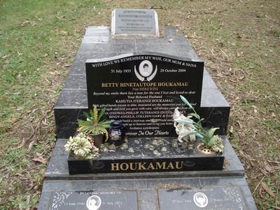Picture of Ruatoria cemetery, block RUAA, plot 42.