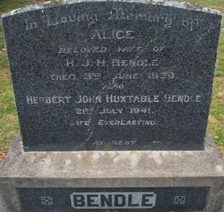 Picture of Taruheru cemetery, block 10, plot 71.