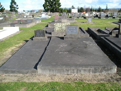 Picture of Taruheru cemetery, block 12, plot 75.