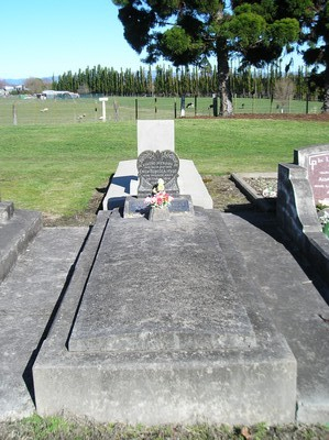 Picture of Taruheru cemetery, block 13, plot 140.