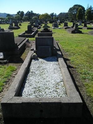 Picture of Taruheru cemetery, block 14, plot 121.