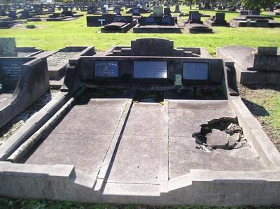 Picture of Taruheru cemetery, block 14, plot 18.