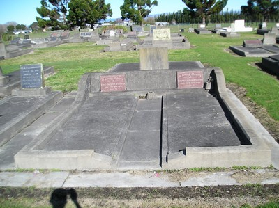 Picture of Taruheru cemetery, block 14, plot 38.