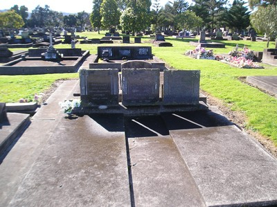 Picture of Taruheru cemetery, block 14, plot 45.