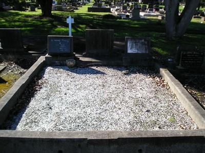 Picture of Taruheru cemetery, block 15, plot 13.