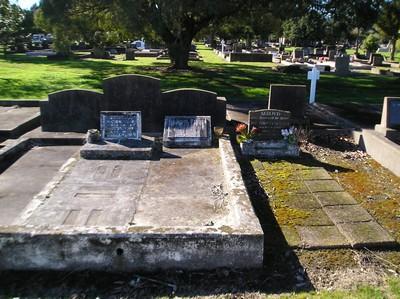 Picture of Taruheru cemetery, block 15, plot 14.