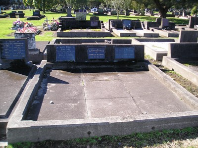 Picture of Taruheru cemetery, block 15, plot 42.