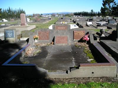 Picture of Taruheru cemetery, block 15, plot 5.