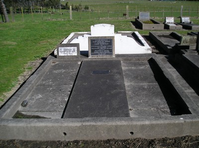 Picture of Taruheru cemetery, block 15, plot 78.