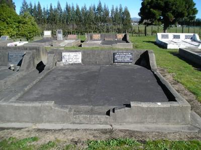 Picture of Taruheru cemetery, block 16, plot 42.
