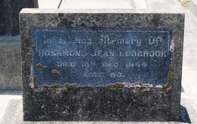 Picture of Taruheru cemetery, block 17, plot 28.