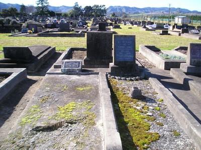 Picture of Taruheru cemetery, block 18, plot 17.