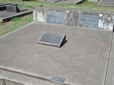 Picture of Taruheru cemetery, block 19, plot 21.