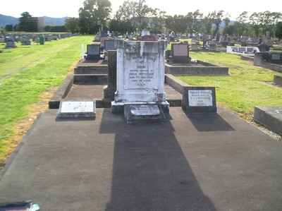 Picture of Taruheru cemetery, block 1, plot 112.