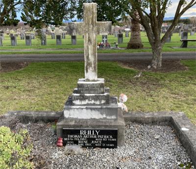 Picture of Taruheru cemetery, block 1, plot 121.
