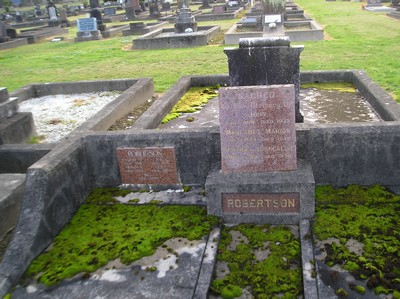 Picture of Taruheru cemetery, block 1, plot 15.