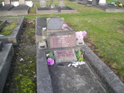 Picture of Taruheru cemetery, block 1, plot 5.