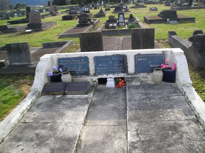 Picture of Taruheru cemetery, block 1, plot 51.