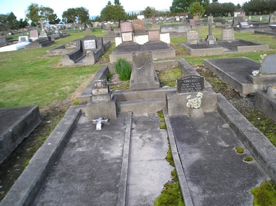 Picture of Taruheru cemetery, block 1, plot 6.