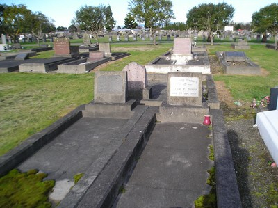 Picture of Taruheru cemetery, block 1, plot 65.