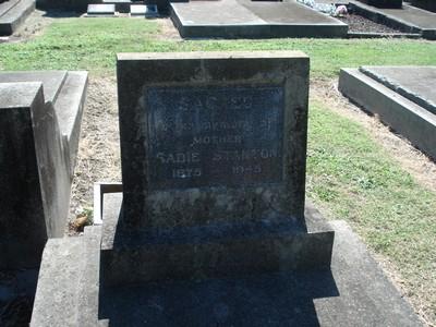 Picture of Taruheru cemetery, block 20, plot 121.