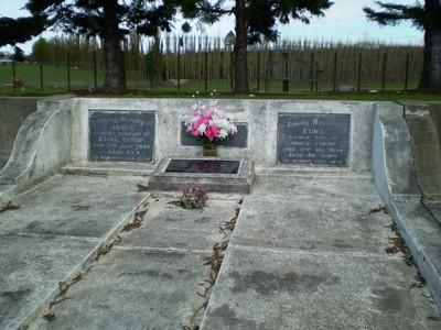 Picture of Taruheru cemetery, block 20, plot 141.