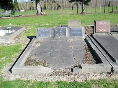 Picture of Taruheru cemetery, block 20, plot 147.