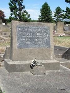 Picture of Taruheru cemetery, block 21, plot 238.