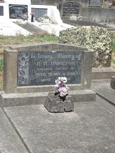 Picture of Taruheru cemetery, block 21, plot 304.