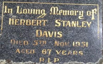 Picture of Taruheru cemetery, block 22, plot 118.