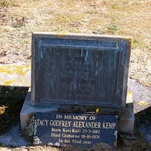 Picture of Taruheru cemetery, block 22, plot 425.