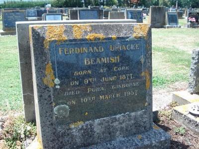 Picture of Taruheru cemetery, block 25, plot 102.