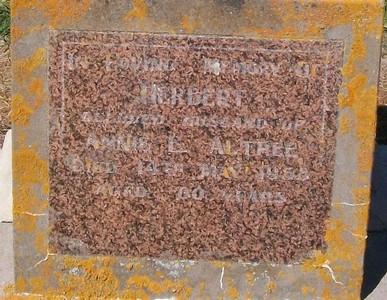Picture of Taruheru cemetery, block 25, plot 284.