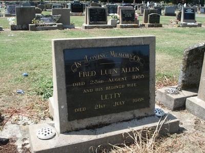 Picture of Taruheru cemetery, block 26, plot 300.