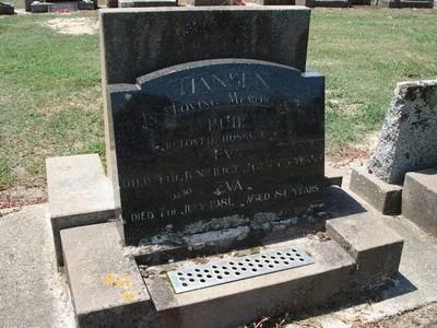 Picture of Taruheru cemetery, block 26, plot 355.
