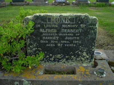 Picture of Taruheru cemetery, block 27, plot 338.
