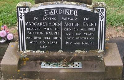 Picture of Taruheru cemetery, block 28, plot 234.