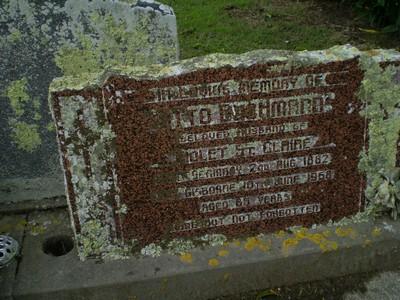 Picture of Taruheru cemetery, block 28, plot 32.