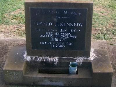 Picture of Taruheru cemetery, block 28, plot 324.