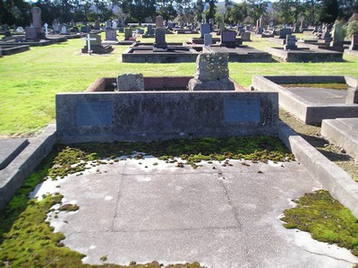 Picture of Taruheru cemetery, block 2, plot 10.