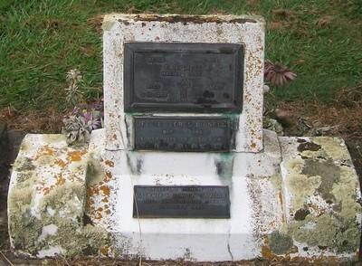 Picture of Taruheru cemetery, block 40, plot 33.