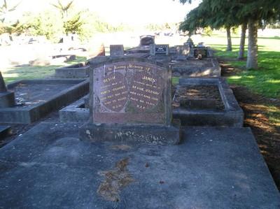 Picture of Taruheru cemetery, block 4, plot 10.