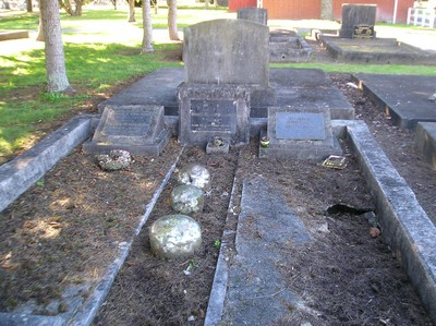 Picture of Taruheru cemetery, block 4, plot 24.