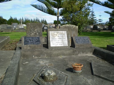 Picture of Taruheru cemetery, block 4, plot 82.