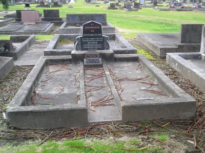 Picture of Taruheru cemetery, block 4, plot 86.